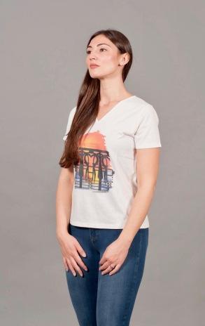 t-shirt a V 6